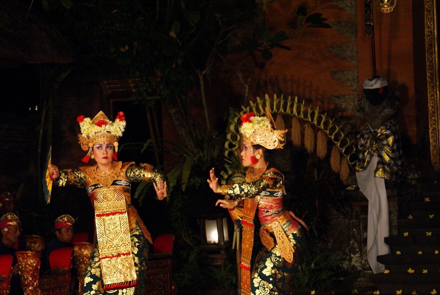 Expressive movements as part of a Balinese dance