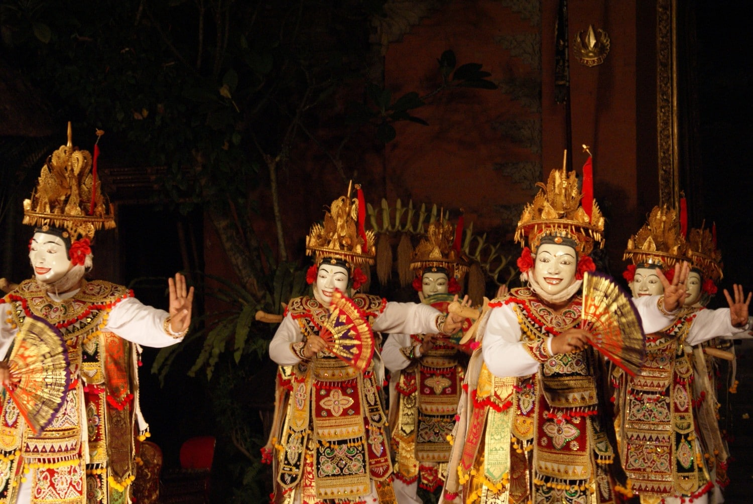 Masked dancers in Balinese Dance