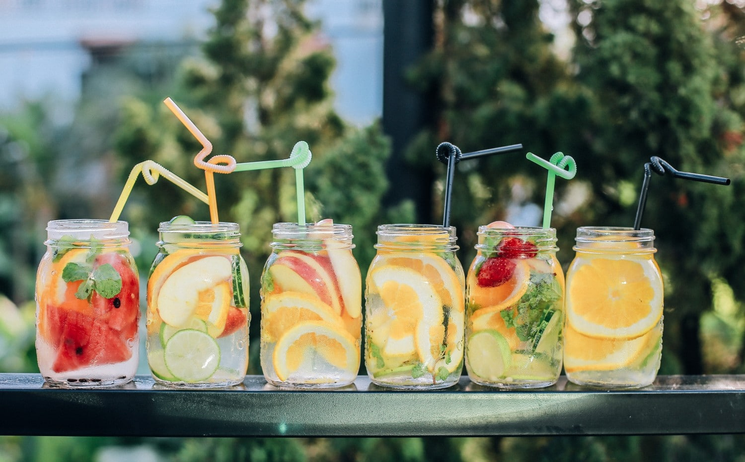 Cocktails in the Garden - Yes Please! Check out these ideas for the perfect summer staycation.
