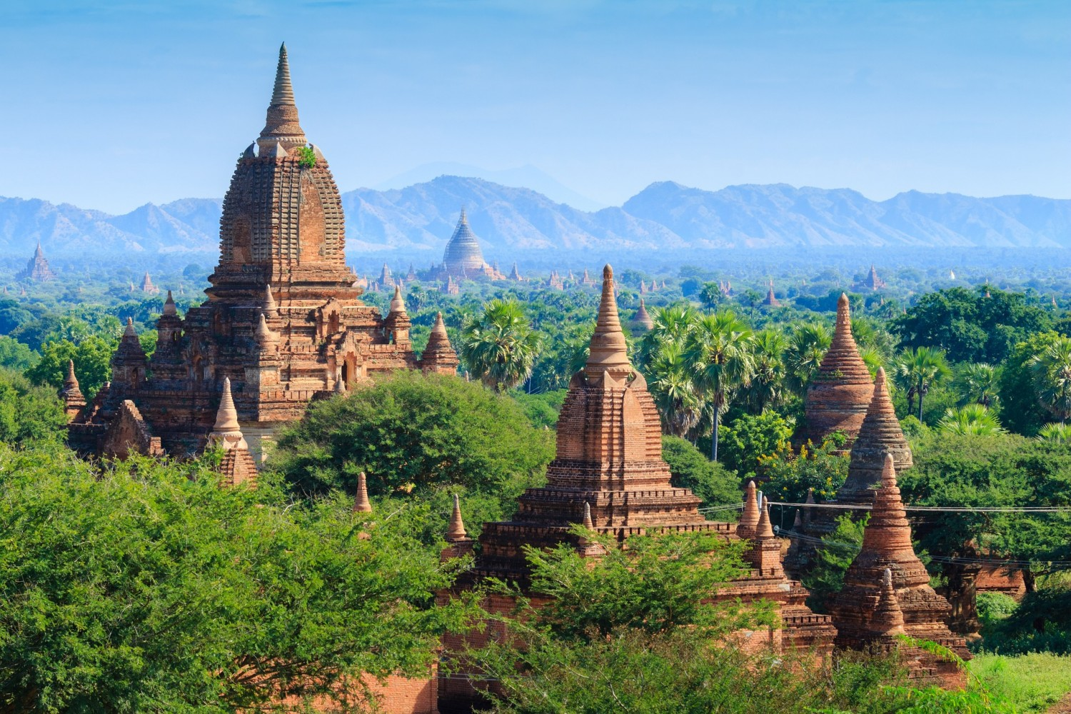 Bagan, Myanmar. Four awesome Southeast Asia travel itineraries I Photography I Itinerary I Landscape I Food I Architecture I Laos I Thailand I Cambodia I Myanmar I Malaysia I Vietnam. Read the full travel guide now #travel #backpacking