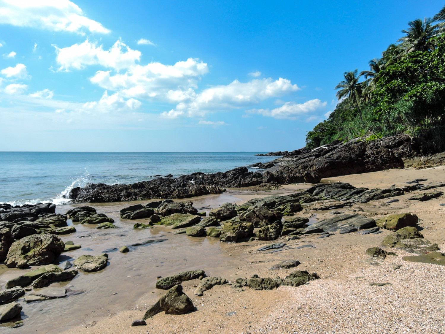 Koh Lanta Four awesome Southeast Asia travel itineraries I Photography I Itinerary I Landscape I Food I Architecture I Laos I Thailand I Cambodia I Myanmar I Malaysia I Vietnam. Read the full travel guide now #travel #backpacking
