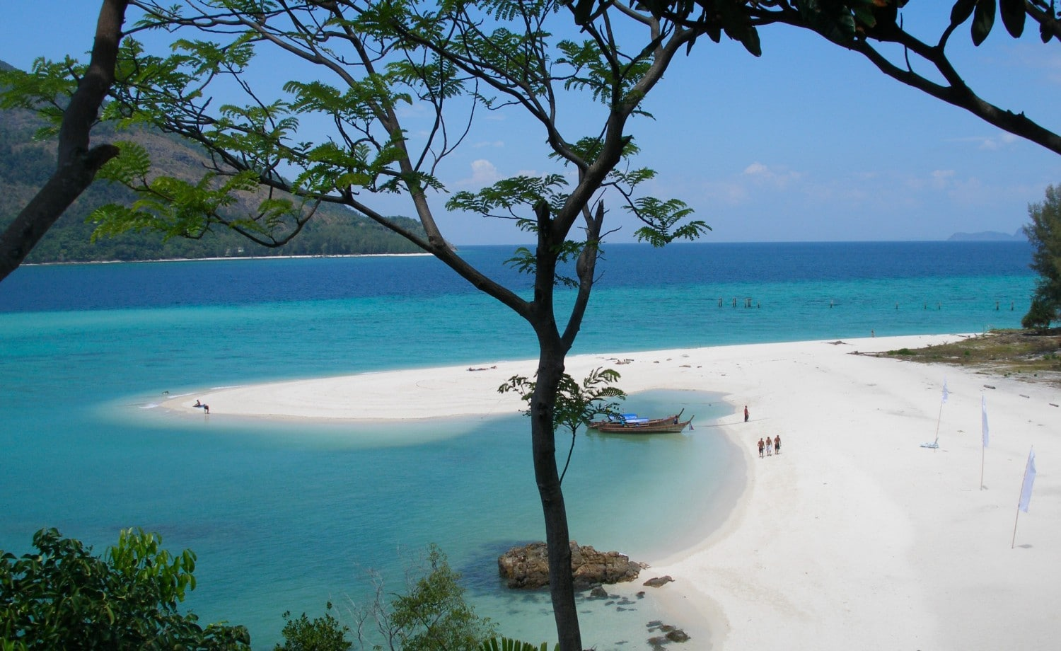 Koh Lipe Four awesome Southeast Asia travel itineraries I Photography I Itinerary I Landscape I Food I Architecture I Laos I Thailand I Cambodia I Myanmar I Malaysia I Vietnam. Read the full travel guide now #travel #backpacking