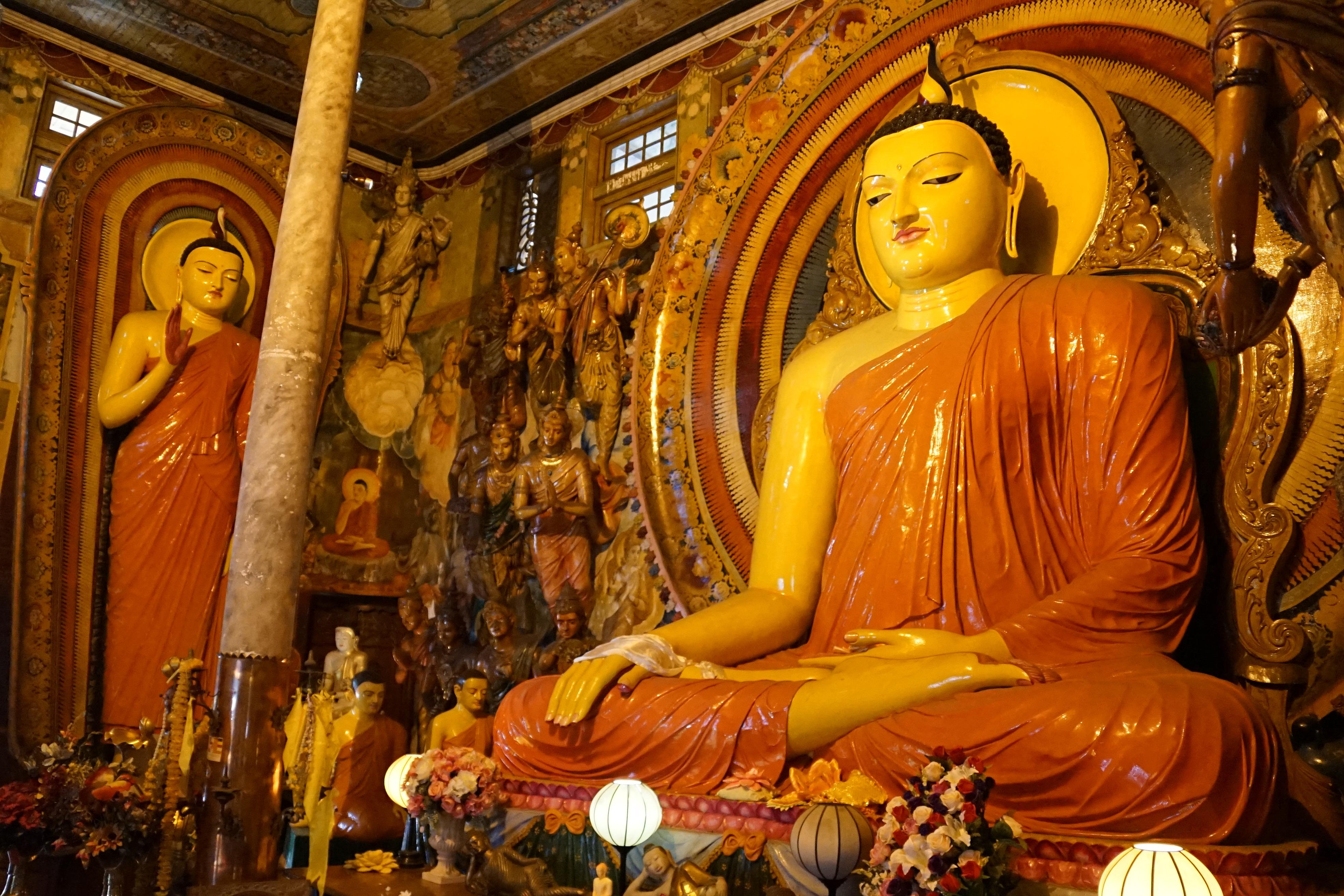 Gangaramaya_Temple_(Seated_Buddha_03)