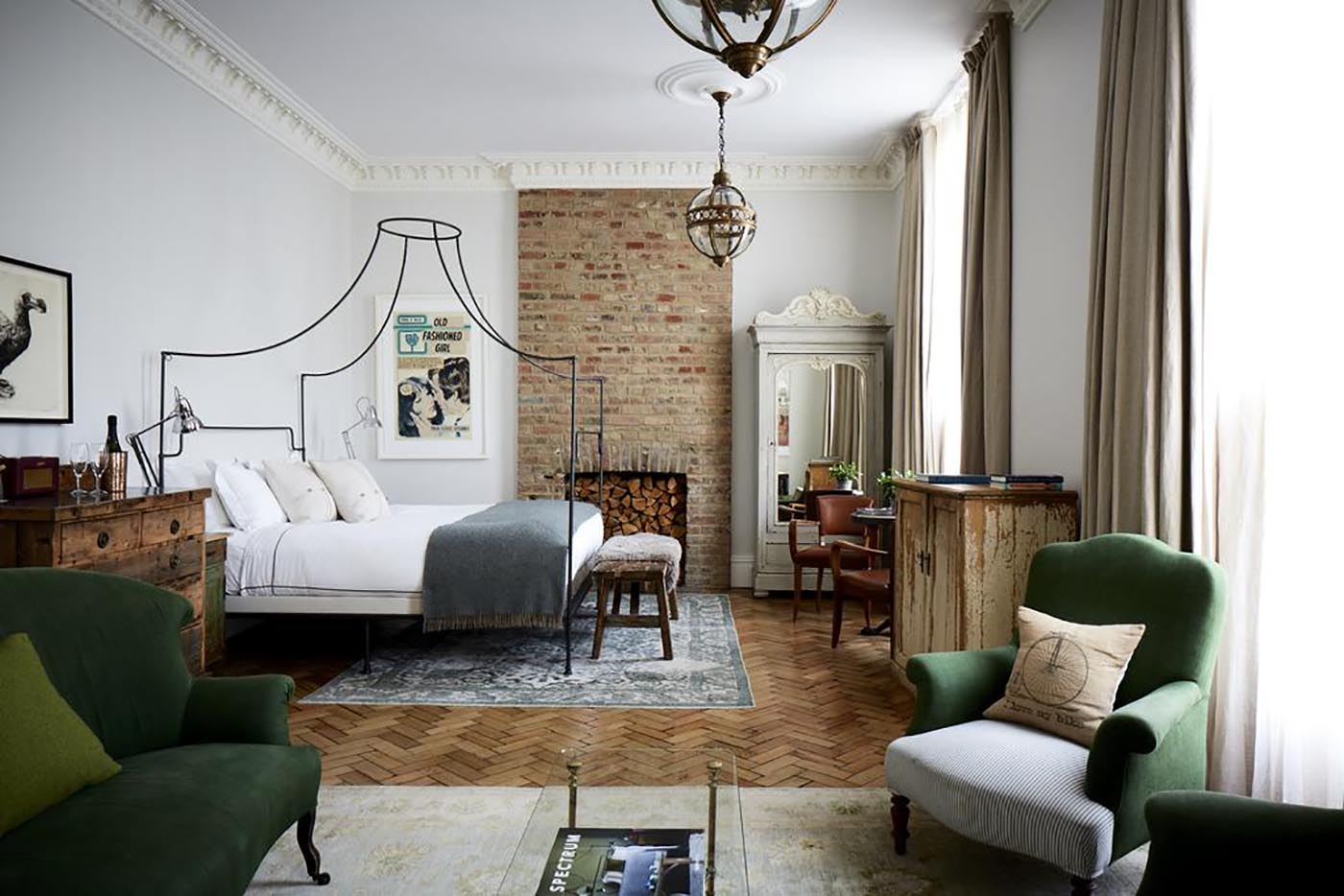 Best hotels in london 2018 edition the discoveries of for Design hotel london