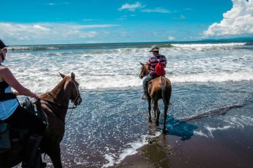 Costa Rica Travel - Horse Riding Adventure I Rainforest I Beach I The Discoveries Of Travel Blog #traveltips #holidaydestinations