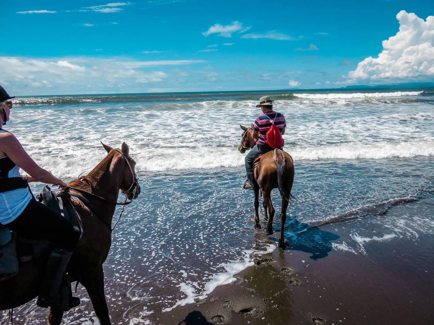 Costa Rica Travel - Horse Riding Adventure I Rainforest I Beach I The Discoveries Of Travel Blog #traveltips #holidaydestinations
