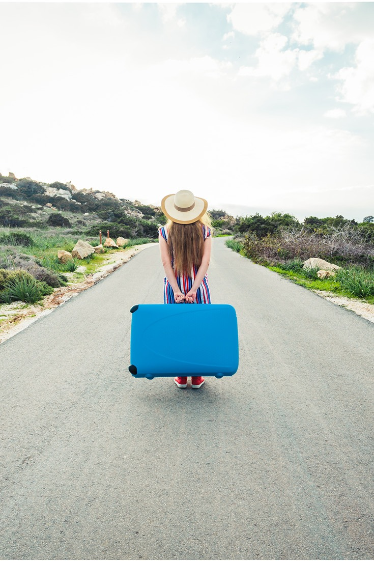 Packing to move abroad? 11 packing hacks and packing tips you need to read #travel #lifegoals #packingtips (1)