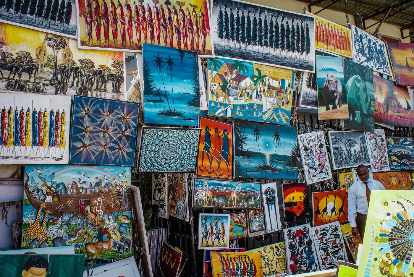 Art shopping in Dar Es Salaam - Tanzania and Zanzibar - an exotic adventure. Beaches I Stone Town I Africa Travel I Dar Es Salaam #traveldestinations #traveltheworld #tanzania