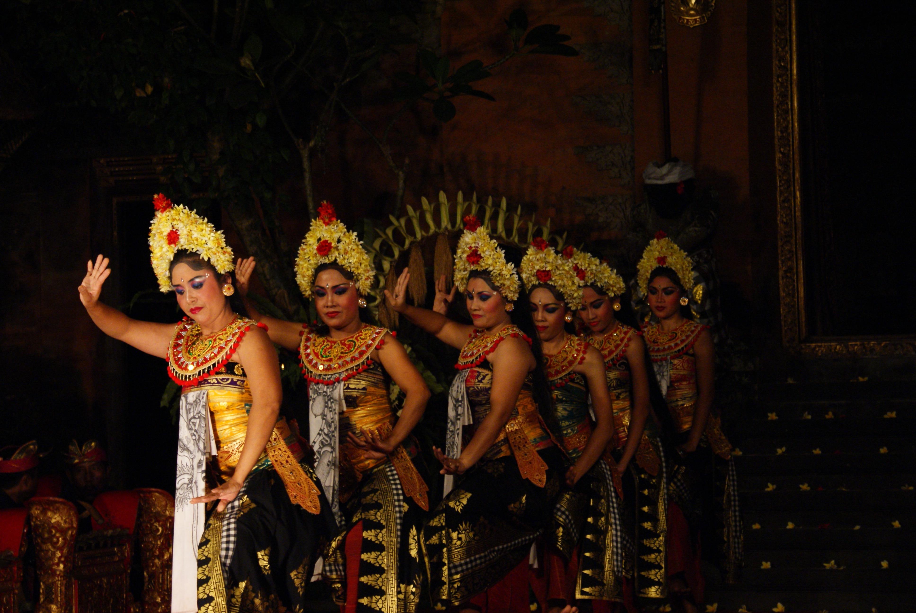 Balinese dancing in Ubud #indonesia #bali