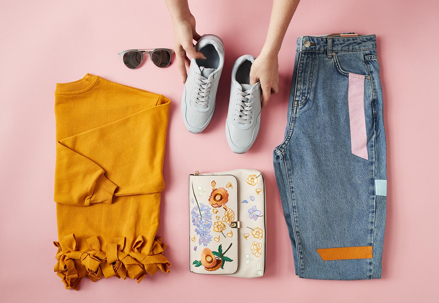 What to Pack for A Weekend Away? An Expert's Guide
