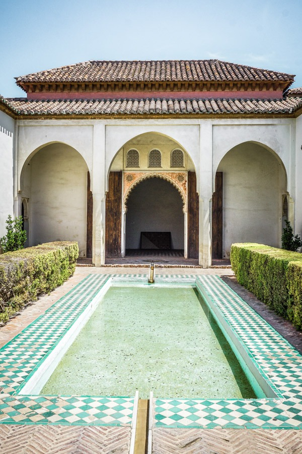 Palace of the Alcazaba and courtyard. Malaga's Alcazaba is a gorgeous maze of buildings, gardens and history and one of the best things to do in Malaga. Here's why you shouldn't miss this on your travels in Spain. #europe #spain #traveldestinations