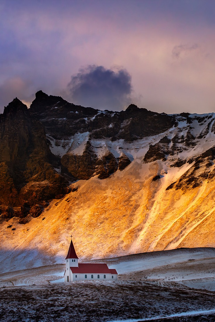 Traveling to Iceland is a trip of a lifetime. Here's what you need to know to budget your trip. Costs of popular things to do in Iceland and trip planning tips included #traveltips #budget #Iceland