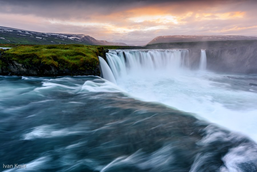 Godafoss Iceland. Iceland's waterfalls are the stuff of legends. Gullfoss, Skogafoss, the Falls of the Gods - these beautiful places are a must for your travel bucket list. 18-must see waterfalls, complete with a map to help you plan your trip #travel #iceland #bucketlist
