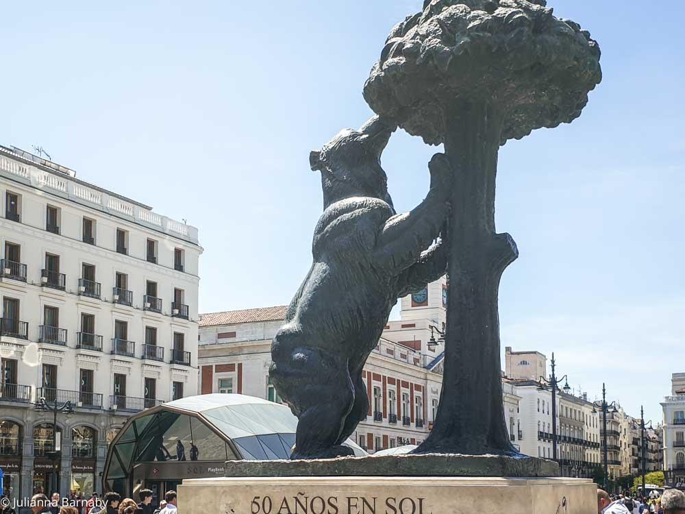Osp y Madrono in Puerta del Sol
